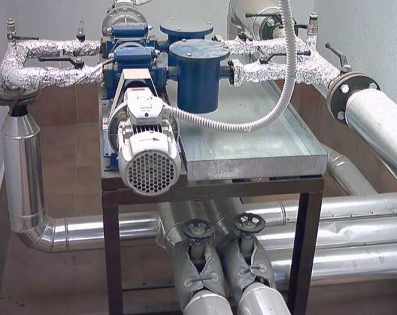 Particolare d'impianto: pompaggio olio combustibile denso installato industria di Olbia.